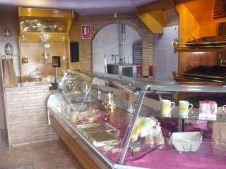 Alquiler Planta baja en Calle arquitecto segura de lago, 40. Panaderia - pasteleria con licencia