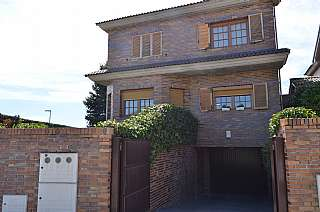 Alquiler Casa en Calle brezo, 1. Levitt en alquiler, alto lazareto. las rozas.