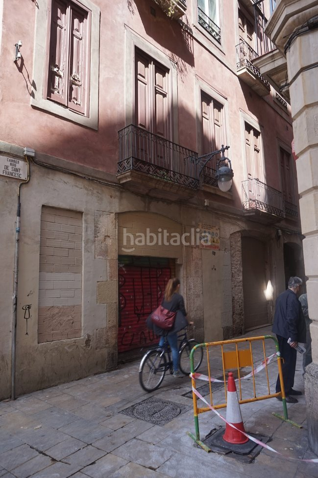 Local comercial por en carrer nou de sant - Local vivienda barcelona ...