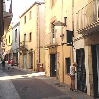 Alquiler Local Comercial en Carrer raval inferior, 17. Local comercial apte per quasevol �s.