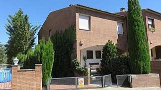 Casa en Calle joan maragall, 26. Casa en el centre molt acollidora amb jardí