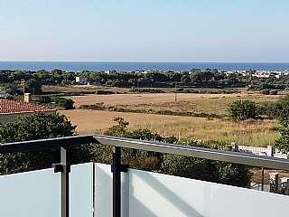 Casa en Carrer oms, s/n. Casa indepent amb jardi i piscina zona residencial