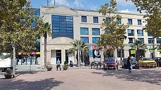 Oficina en Passeig dels ferrocarrils catalans, 103. Local en venta en cornella del llobregat