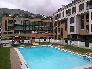 Alquiler Apartamento en Robellada en llanes paraiso,. Luminoso apartamento con piscina para todo el a�o
