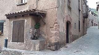 Casa en Muntanya, 1. Casa rústica al mig del poble en perfecte estat