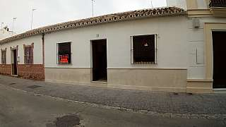 Casa adosada en Calle santaella, s/n. Casa céntrica en palma del río