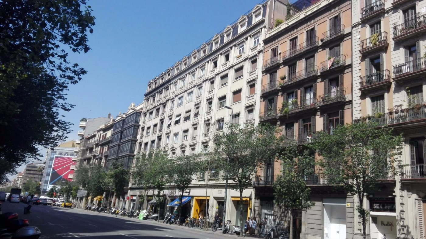 Oficina por de 104 metros en carrer arago sn for Oficina caixa catalunya barcelona