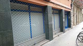 Local Comercial en Carrer riera de tena, 18. Local muchas posibilidades y optima comunicacion