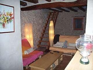 Casa a Carrer castell (del), 7. Casa rústica en perfecto estado