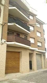 Habitatge amb llogater a Carrer tarrega, 49. Casa 3 plantas + planta baja . buen estado.
