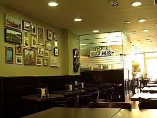 Bar en Carrer raurich, 17. Se vende/alquila local con licencia de bar
