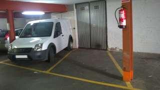 Parking coche en Carrer sant ignasi, 5. Plaza de parking con armario trastero en sitges