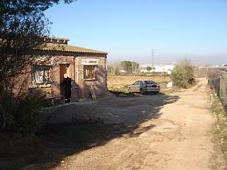 Terreny residencial a Parcel.la,. Finca 2ha  amb vivenda 70m, llum solar i aigua
