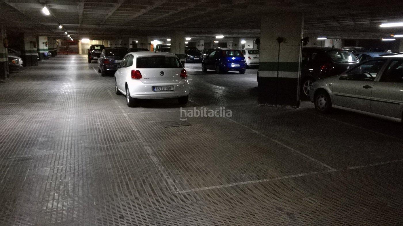Parking coche por de 9 metros passeig vall d for Parking de coches