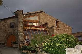 Casa  Carrer major (guialmons), 8. Gran casa de piedra s.xvi totalmente restaurada