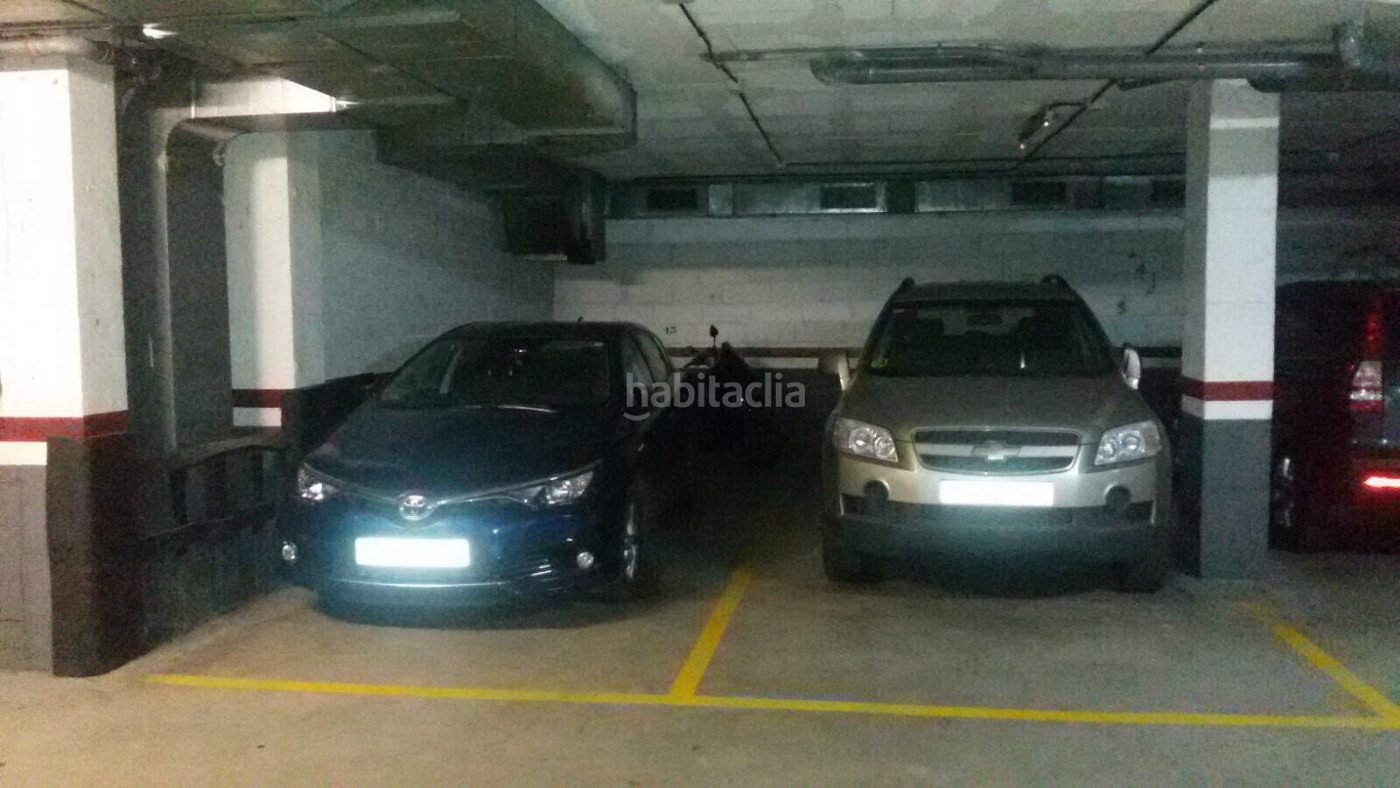 Parking coche por de 14 metros carrer joan de for Parking de coches