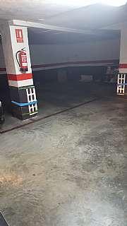Parking coche en Calle ceramistes, 4. Capacidad para dos coches