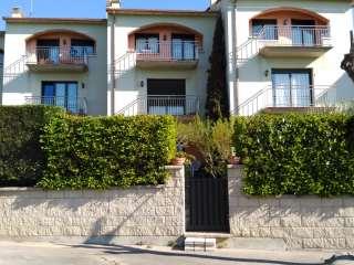 Casa adossada a Carrer seva, s/n. Casa adossada de 5 habitacions. particular!