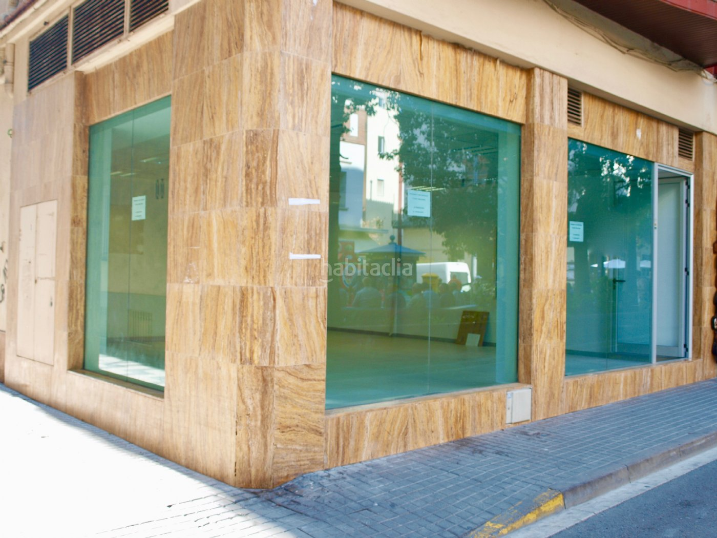 Local comercial por de 70 metros plaza espanya 6 for Oficina de treball blanes