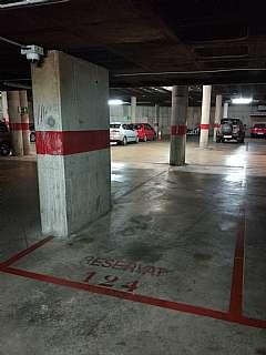 Parking coche en Carrer m d montserrat, 132. Parking vigilado 24h