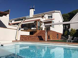 Casa en Carrer garraf, sn. Preciosa casa a tres vientos orientación sur.