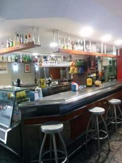 Bar a Anselm clavé, 31. Café bar la oficina