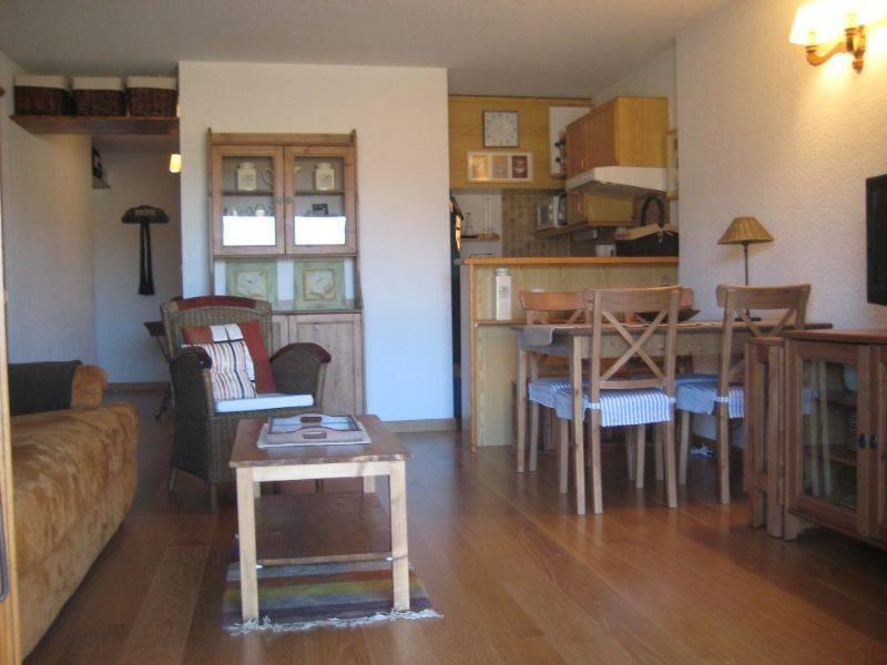 Alquiler apartamento por 400 en caldegas comunidad els for Cocina americana y salon