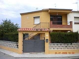Habitatge amb llogater a Carrer antoni gaudi (d´), 17. Casa con 2 inquilinos