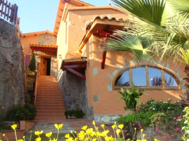 Casa por en carrer nou familiar en perfecto - Casas en venta en sant fost de campsentelles ...