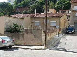 Casa en Joan maragall, 40. Casa antigua planta baja, esquinera a tres calles.