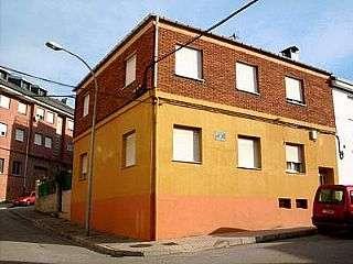 Casa en Ponferrada. Venta casa familiar dos plantas en solar 243m2 Calle santo grial, 1